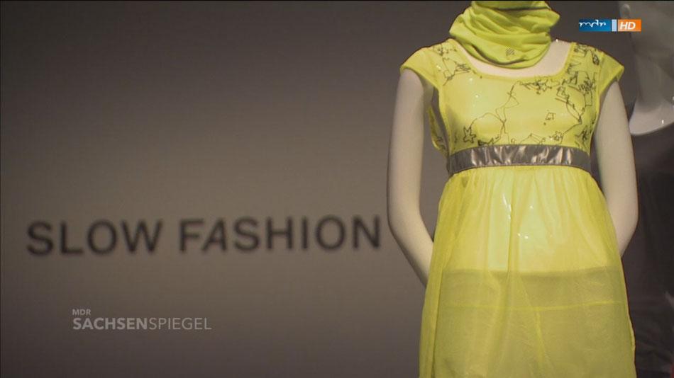 """NEONON im """"Slow Fashion Lab"""" der Hygienemuseum Ausstellung """"Fast Fashion- die Schattenseiten der Mode"""" und was NEONON anders, besser und durchdachter macht."""