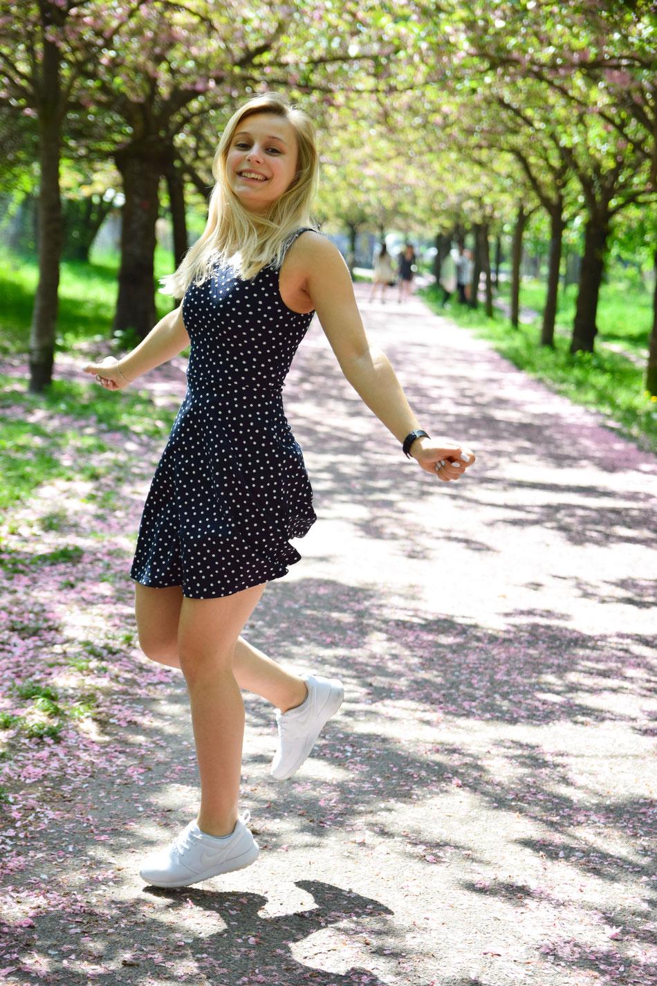 Hier habe ich eigentlich versucht zu springen, aber es sieht aus als würde ich tanzen. Ich mags total.