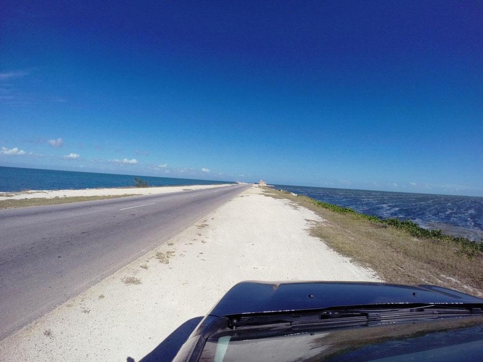 Straße nach Cayo Coco auf Kuba
