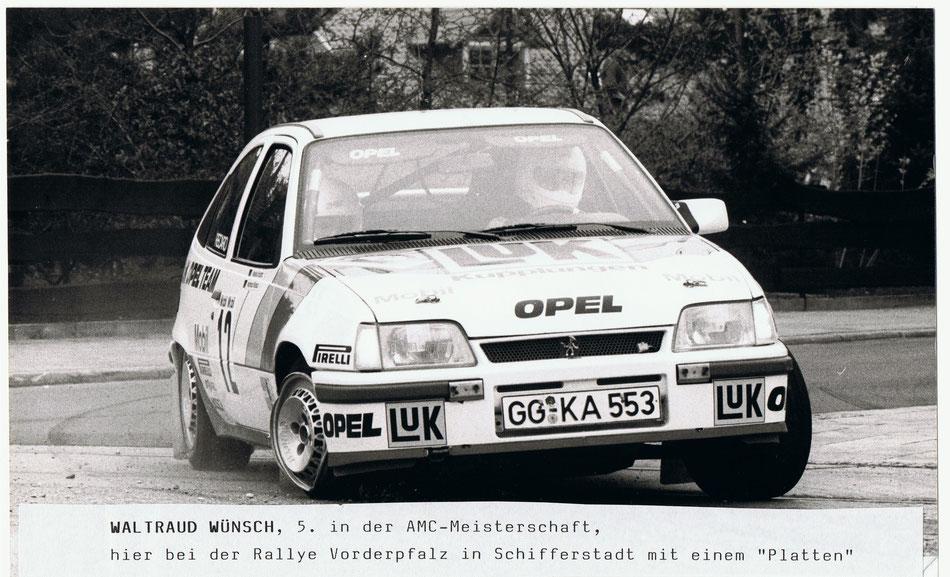 Waltraud am Volant des OPEL Kadett GSI bei der Rallye Vorderpfalz 1986