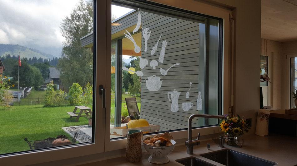 """Draussen der geerntete Kürbis, drinnen die gesammelten Pilze...und dazwischen das herrlich inszenierte Küchenfenster. Erika Ineichen aus Finsterwald schreibt dazu: """"Eine herbstliche Suppe und dazu ein warmer Tee oder Kaffee - mmmh""""."""
