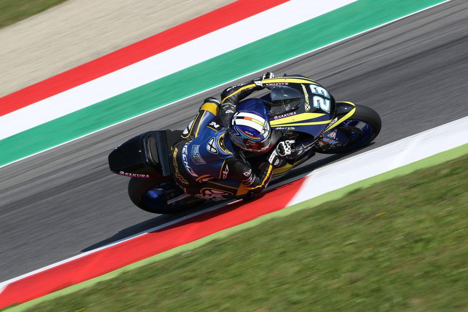 Marcel Schrötter fährt in der Saison 2015 für das Tech 3 Team in der Moto2.