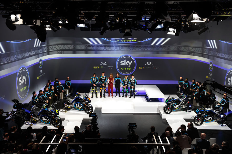 Das Sky Racing Team VR46 lässt für 2019 bei der Präsentation die Hüllen fallen.