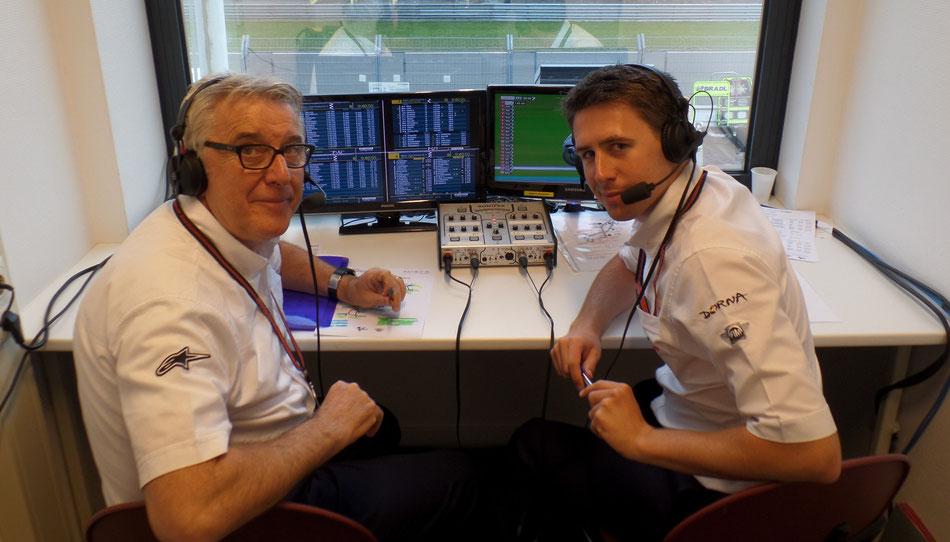 Gregory Haines (rechts) zusammen mit seinem Kommentatorenpartner Nick Harris in der Übertragunskabine 2014 in Assen