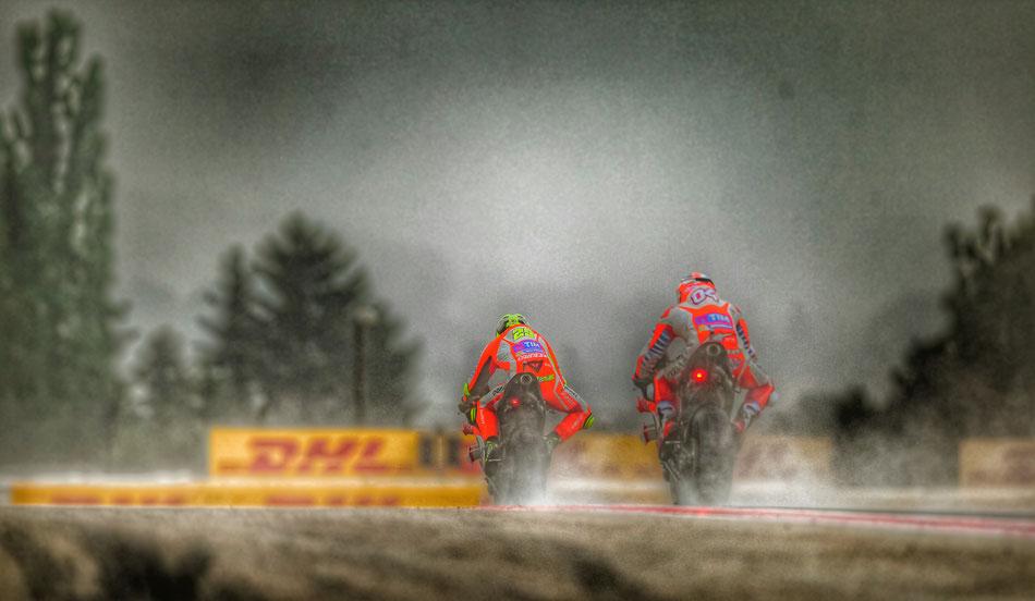 Fahren 2016 bislang ziemlich hinterher: Die Ducati mit Andrea Iannone und Andrea Dovizioso.
