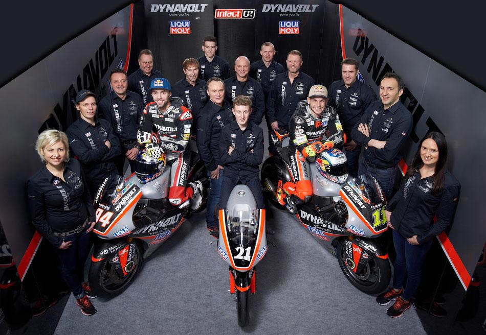Das Dynavolt IntactGP Team mit den Fahrern Jonas Folger, Sandro Cortese und Matthias Meggle bei der Präsentation für 2016