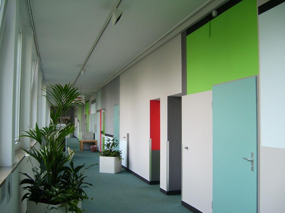 Bremerhaven, Volkshochschule, Mit geringem Aufwand der Schule ein neues Gesicht geben.