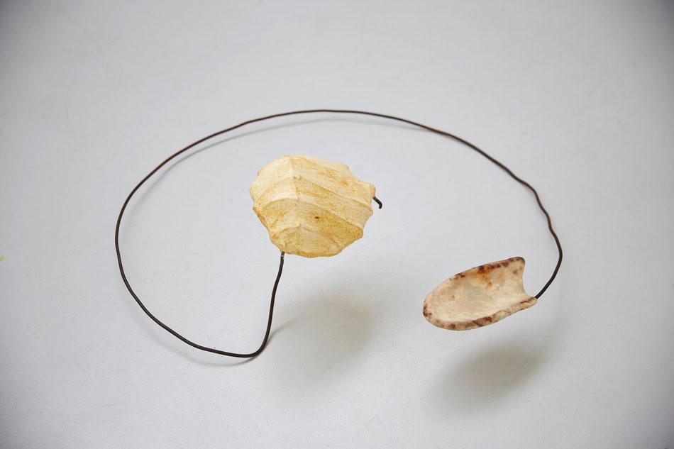o.T., 2013, Stahl, Seife (aus tierischem Fett und Pottasche), Wolle, Kasein-Kalk-Tempera, Kalk, ca. 80*80*40cm