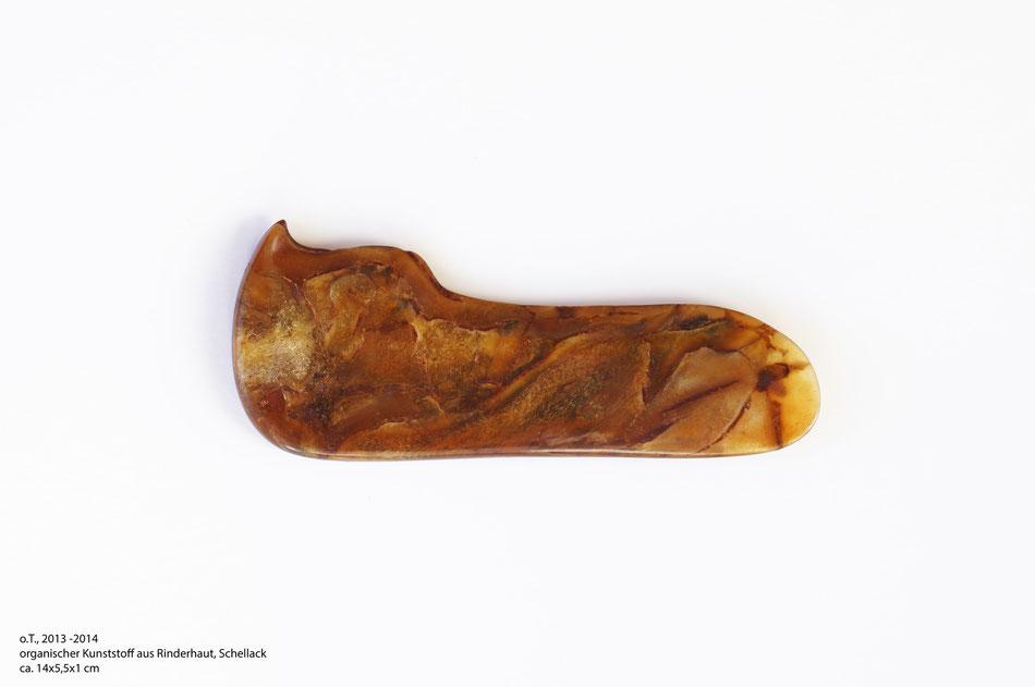 o.T. 2013-2014, organischer Kunststoff aus Rinderhaut, Schellack, ca.14*5,5*1cm