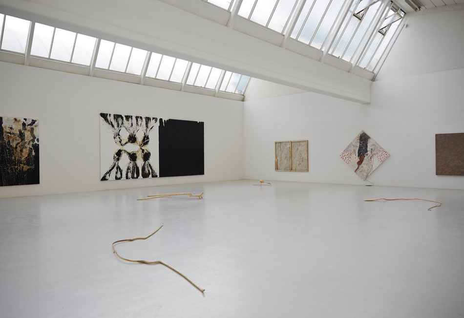 Ausstellungsansicht Morat-Institut für Kunst und Kunstwissenschaft, Freiburg i. Br., 2014, Skulptur: Dominik Beller, Gemälde: Ian McKeever, Gerhard Hoehme, Fotografie Copyright: Roland Krieg
