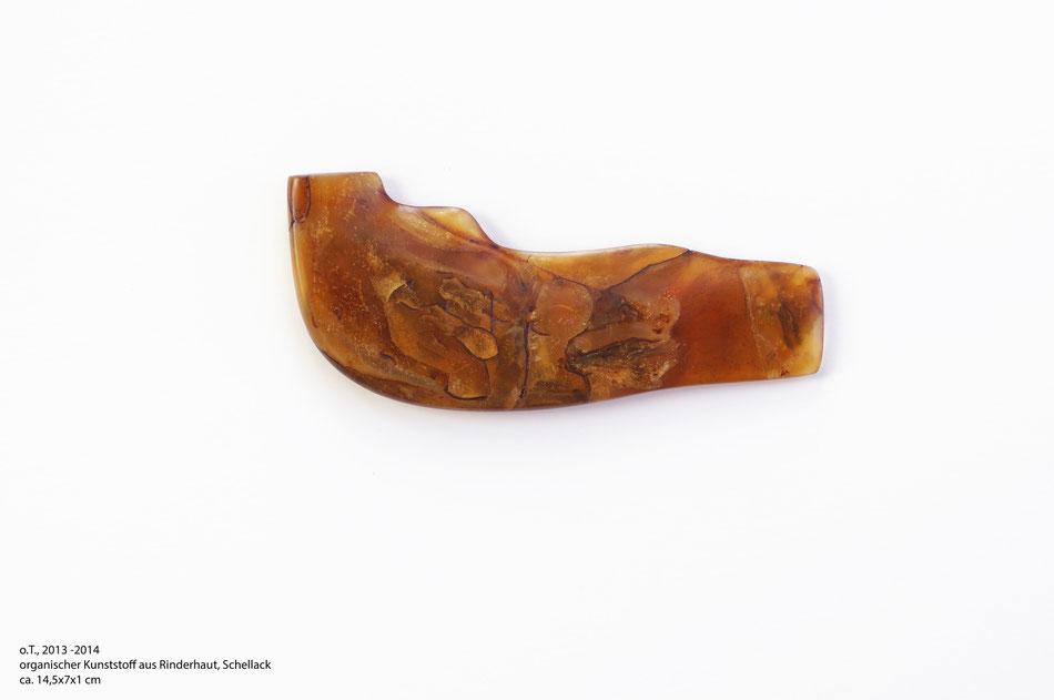 o.T. 2013-2014, organischer Kunststoff aus Rinderhaut, Schellack, ca.14,5*7*1cm