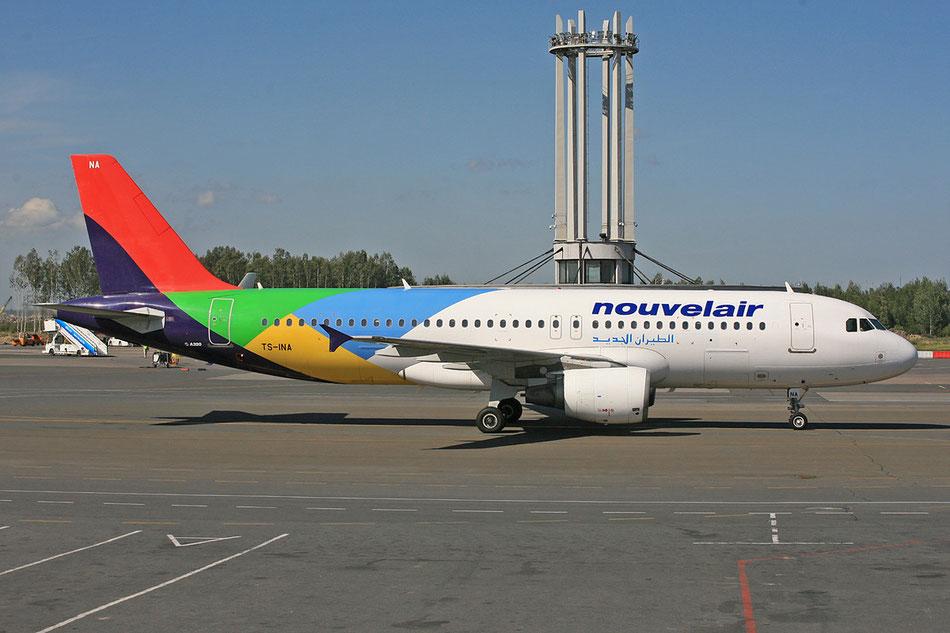 Im Sommer 2012 in St. Petersburg noch in den Grundfarben der Eritrean Air kurz nach der Rückgabe der Maschine.