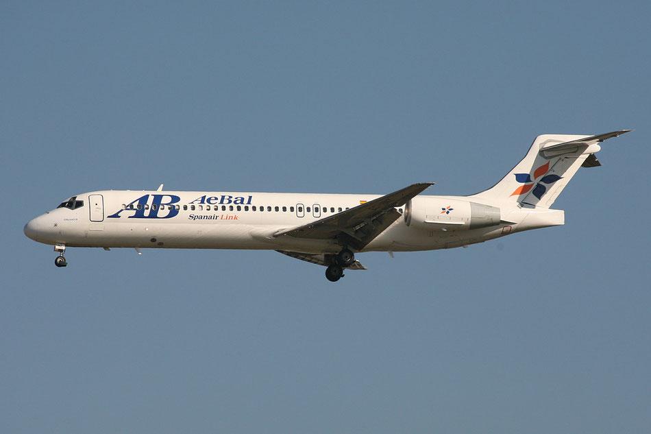 Die EC-HNZ der AeBal im Anflug auf Madrid-Barajas