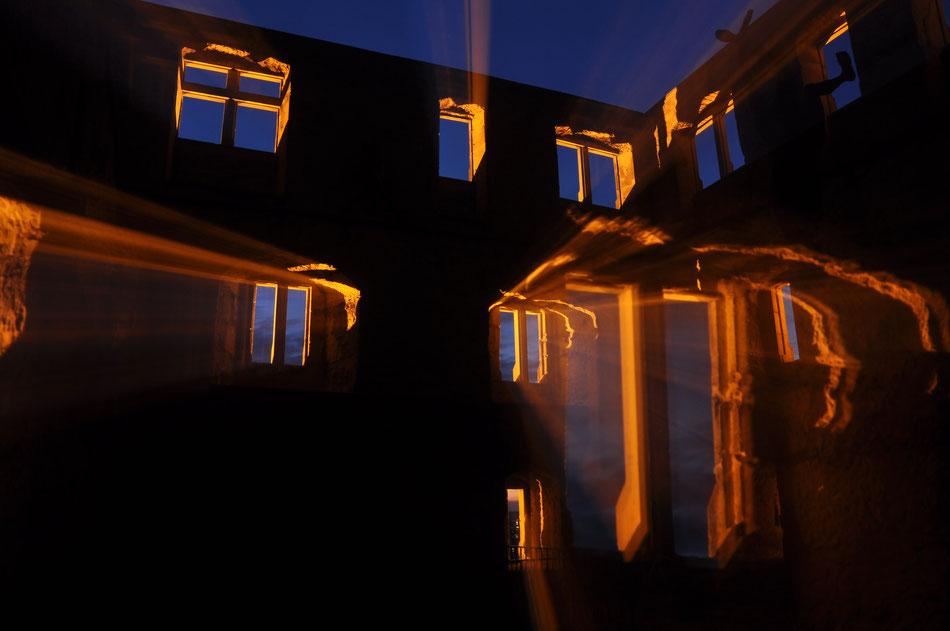 Y Burg in der blauen Stunde