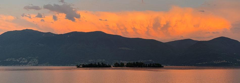 Sonnenuntergang mit Blick auf die Brissago Inseln von unserem Hotel
