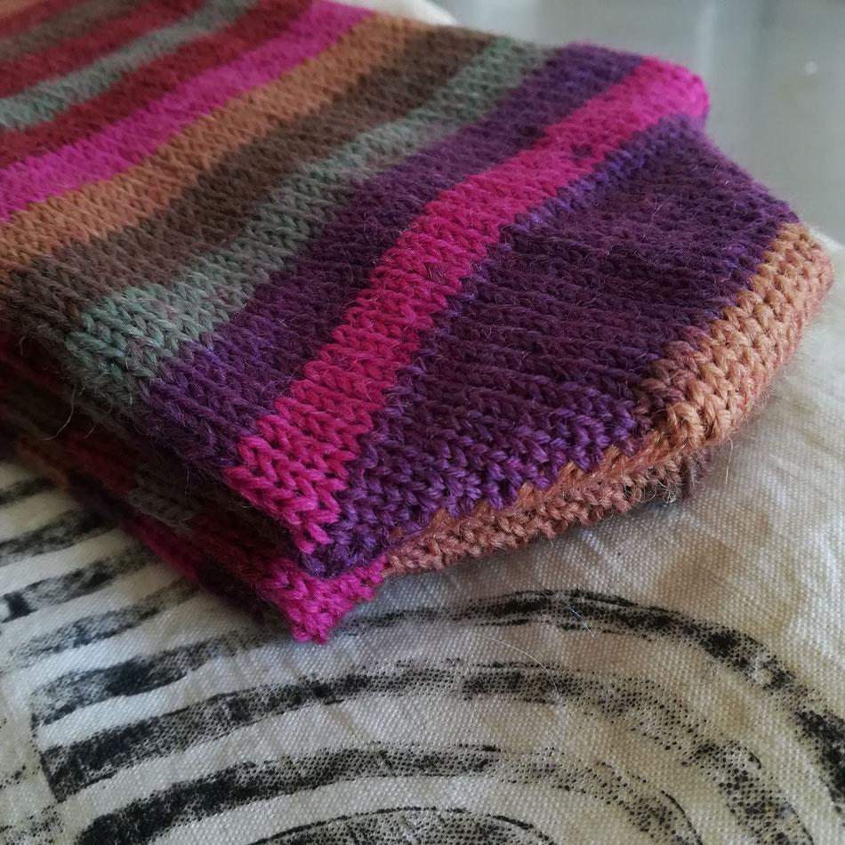 C'est toujours un immense plaisir d'enfiler une paire de chaussettes en laine neuve.