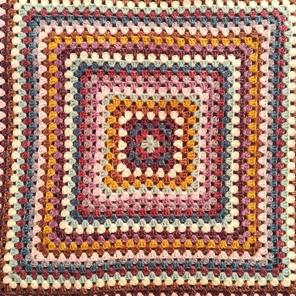Ma première granny square blanket ( pour les deux ans de ma belette )