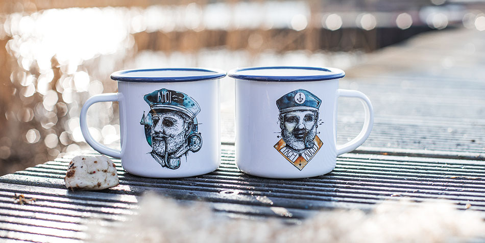 maritime_emailletasse_hinnerk_hahn_ueber_bord