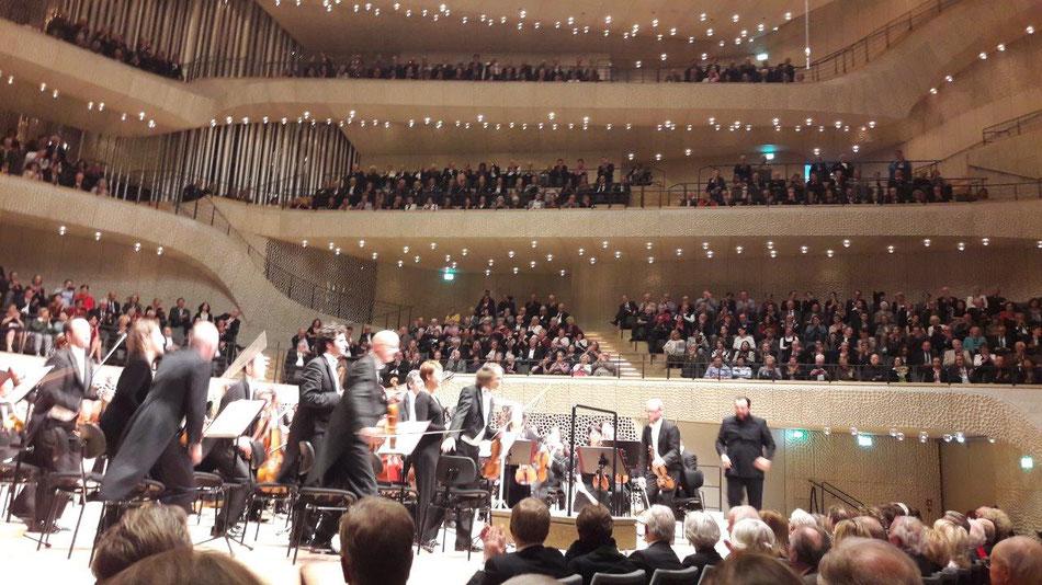 Karten für Hamburg und Elbphhilharmonie bei Singer Reisen & Versicherungen buchen.