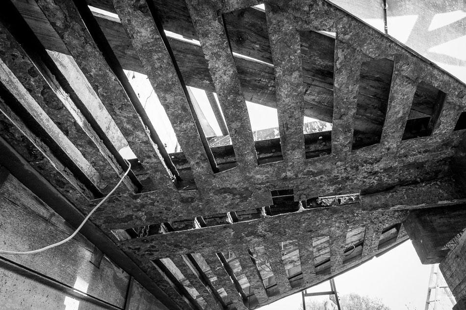la  poupe vue de dessous. La structure tel que les anciens l'on construite sur les chantier en Hollande en 1884