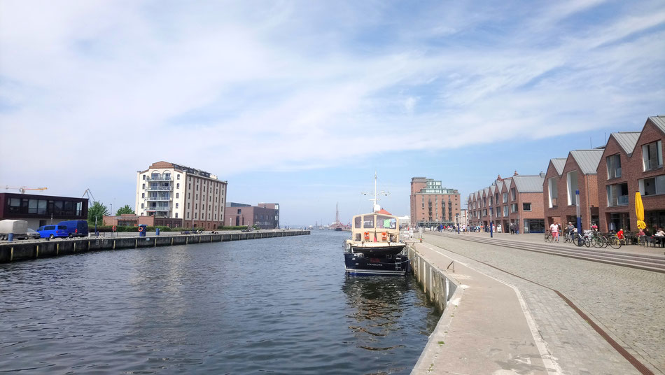 """Hafenbereich in Wismar - hinten rechts der Ohlerich-Speicher mit dem Restaurant """"Rialto"""" - schöne Lage - leckere Gerichte"""