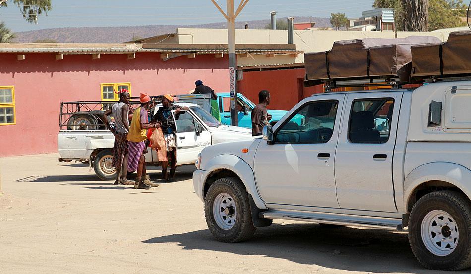 Opuwo, la tenue des hommes Himbas ....