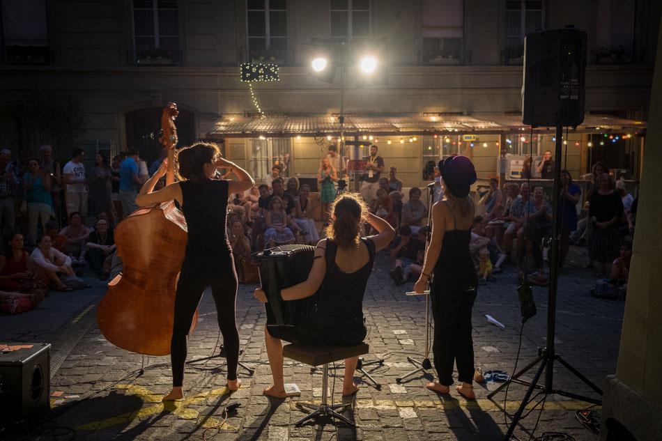 Auftritt auf der Jugendbühne des Buskers Festival Bern 2015 // Foto: Luigi Francini