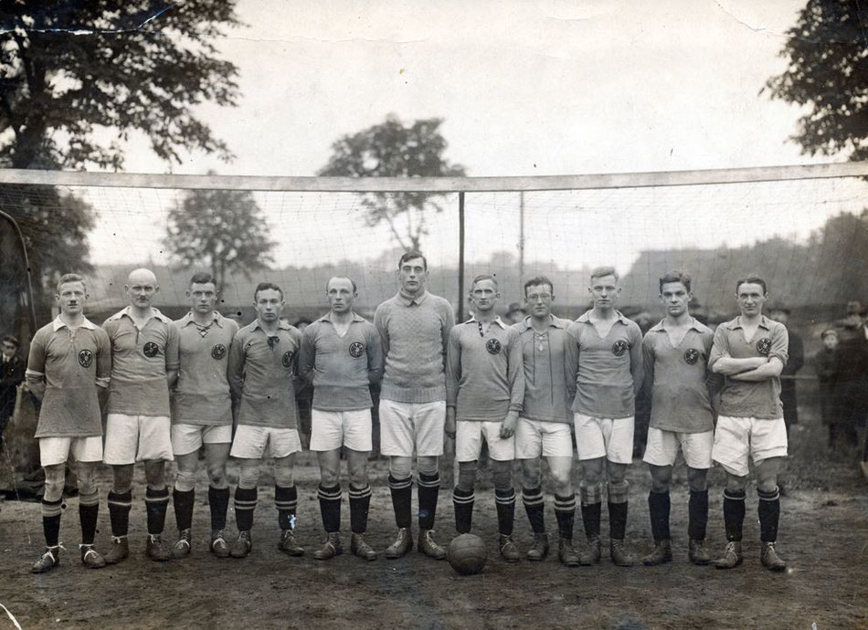 Simon Leiserowitsch bei TeBe (Fünfter von links), Foto: unbekannt; Sammlung Buschbom, www.tebe.de