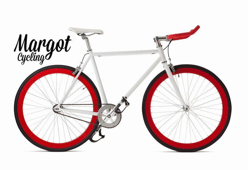 In foto, esemplare di modello fixed bike BULLHORN quasi completo (pedali da montare). Manubrio a corna e mozzo posteriore flip-flop; si può guidare come fixed bike o a ruota libera.