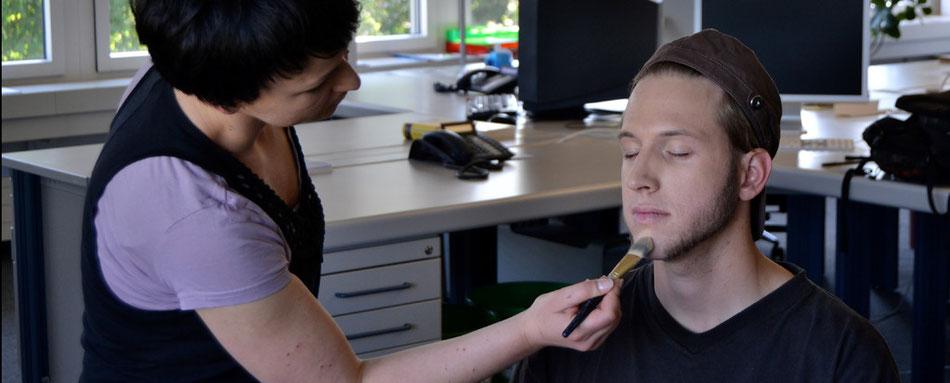 Roider wird geschminkt von Andrea Ziegler