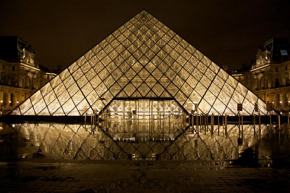 pyramide du Louvre -Paris-