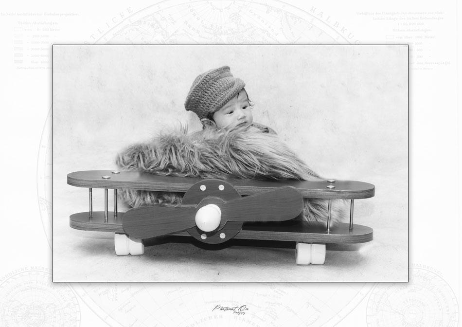 Un large choix d'accessoires et de tenues, vous seront proposées pour que vos séances photo noouveau né soient originales et harmonieuses. idéalement les séances bébés se font dans les 15 jours, dans un endroit cocooning pour que tout le monde soit bien.