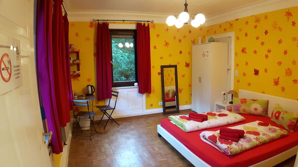 """Ferienzimmer für zwei Personen in der Unterkunft """"Das Haus am Hang"""" in Schwäbisch Hall"""
