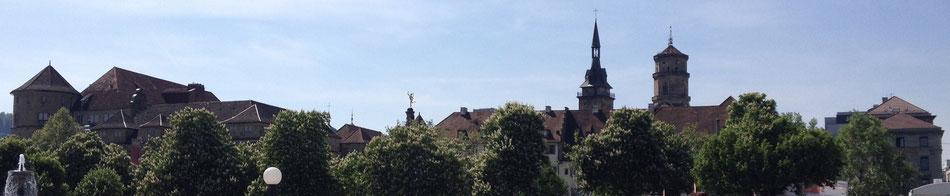 Stuttgart Blick vom Schlossplatz auf das Alte Schloss , Alte Kanzlei und die Stiftskirche mit ihren Zwei Türmen