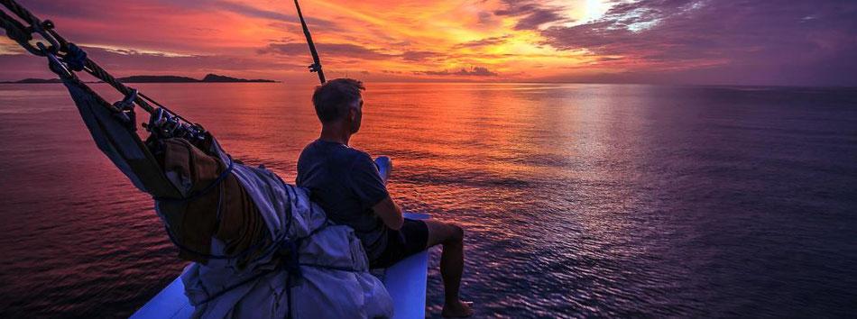 Sonnendeck des Schiffes in Raja Ampat, Indonesien ©Pindito