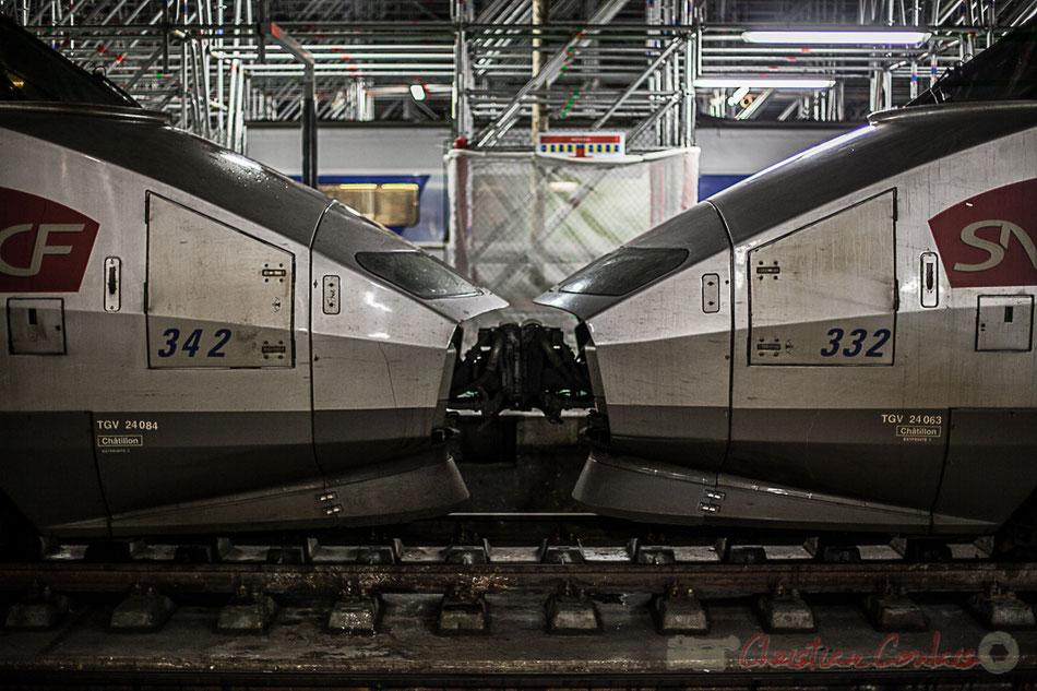 Les TGV Atlantique de 2ème génération, motrices 24084 N°342 et 24063 N°332 (gare de dépôt Chatillon), sont accrochés pour former une double rame, Gare Saint-Jean à Bordeaux