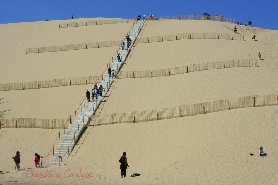 La célèbre dune du Pyla ou Pilat, la plus grande d'Europe, offre un souvenir remarquable pour qui accepte l'ascension obligatoire !