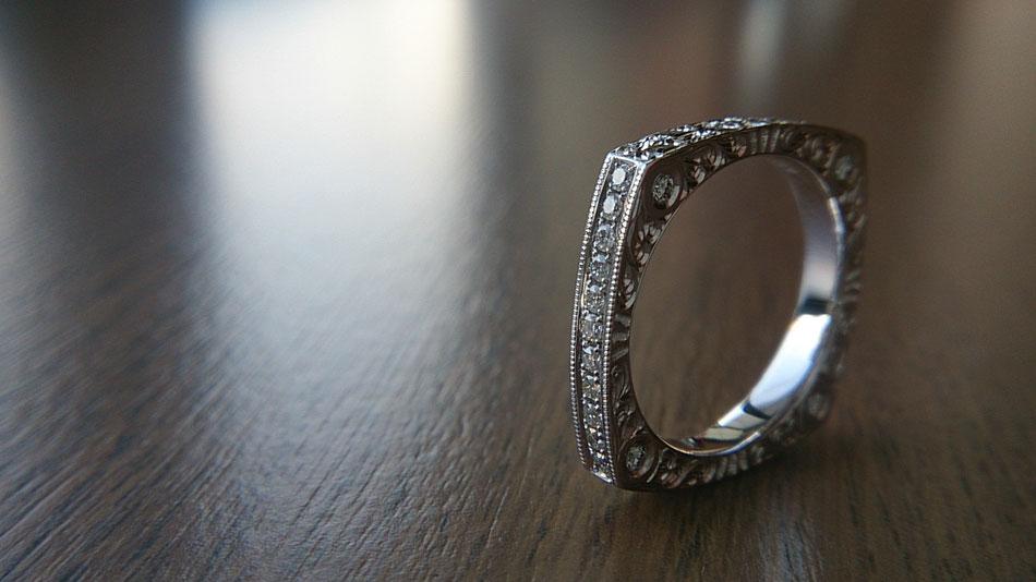 洋彫り ダイヤ彫り留めリング