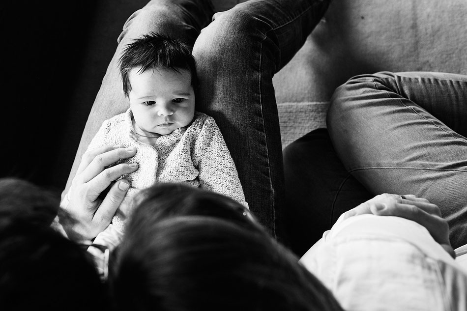 Neugeborenen-Shooting, Babyfotos, Fotoshooting Achim, Baby mit Eltern,Neugeborenen Shooting, Babyfotos, Fotoshooting Bremen, Familie Zuhause, Fotoshooting Neugeborene, Homestory Achim, Langwedel, Verden, Neugeborenenfotografie