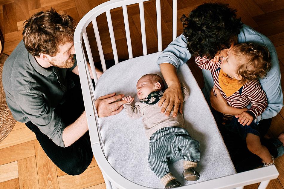 Neugeborenen Shooting, Babyfotos, Fotoshooting Bremen, Familie Zuhause, Fotoshooting Neugeborene, Homestory Achim, Langwedel, Verden, Neugeborenenfotografie