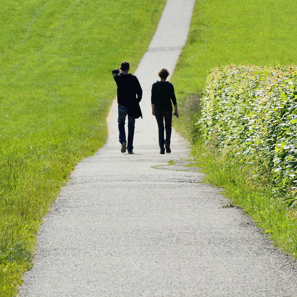 Bild Paar beim Spazierengehen