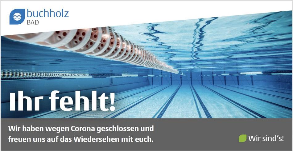 Mit Gästen in Kontakt bleiben – auch wenn der Betrieb geschlossen ist: Bauzaunbanner für öffentliches Schwimmbad in Corona-Zeiten.