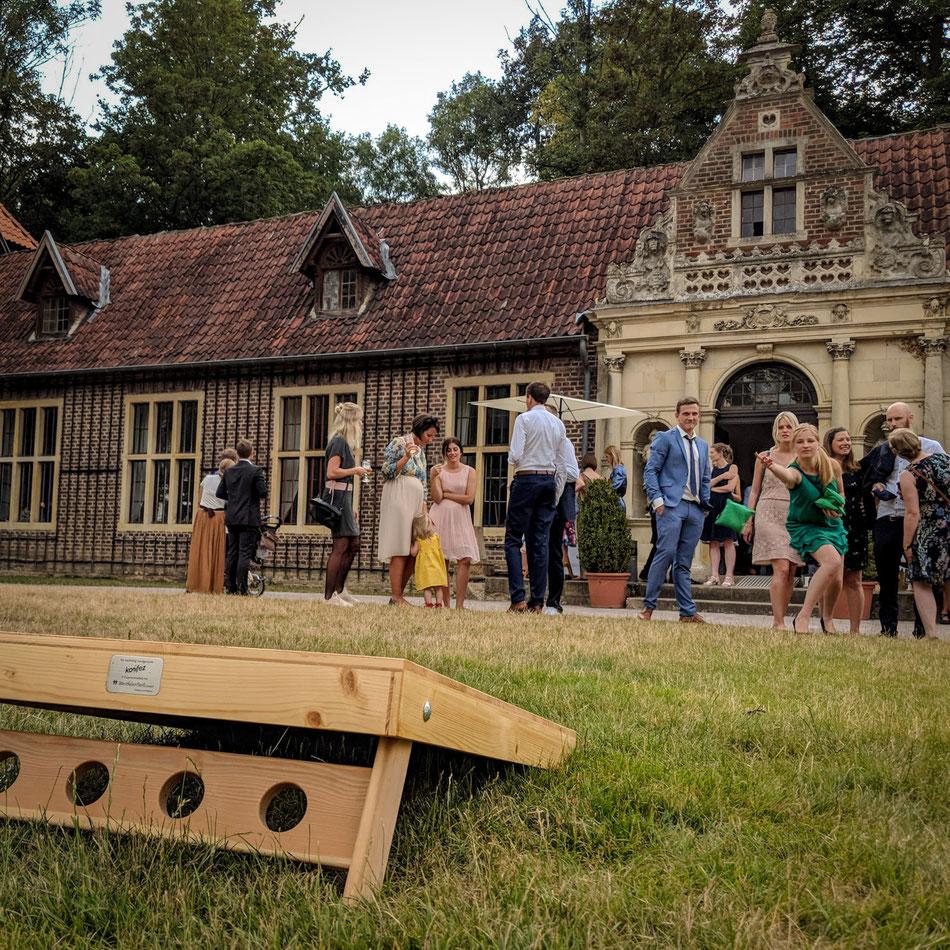 konifez – Das perfekte Hochzeitsspiel zur Unterhaltung der Gäste oder als Geschenk für das Brautpaar