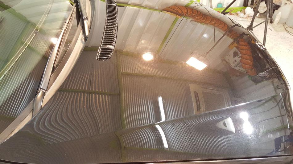 E46Mスポーツ黒 ボンネットのペーパー傷除去 BMWの塗装研磨 外車の磨き 埼玉の車磨き専門店