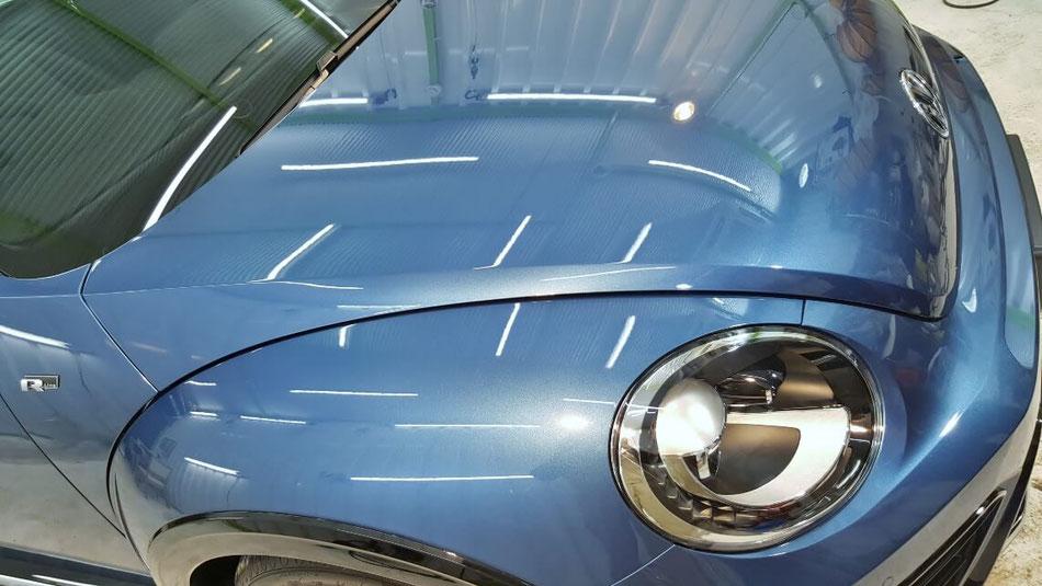 ザビートルのコーティングメンテナンス施工 ボンネットの艶・光沢感  ブルーシルクメタリック