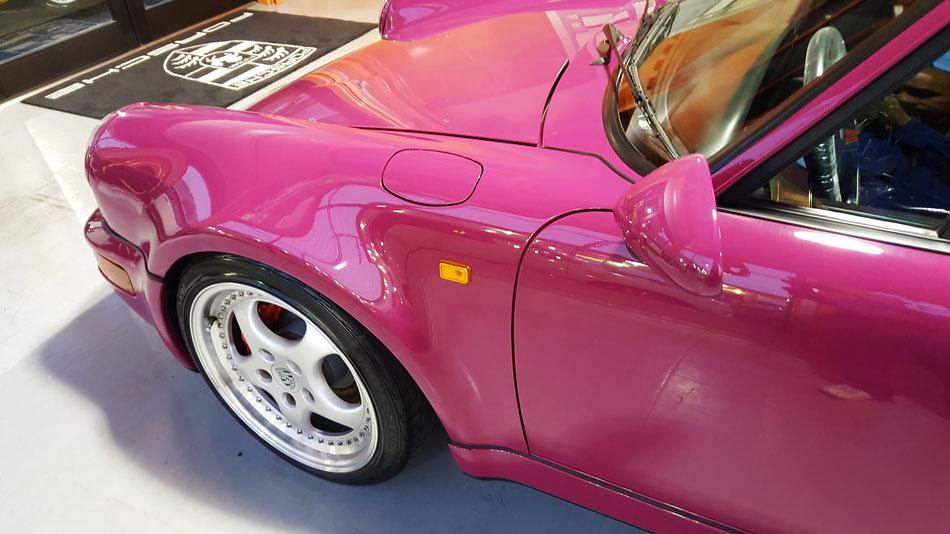 花粉染み除去後の964ターボのフェンダー 濃色車のシミ・白ボケ改善