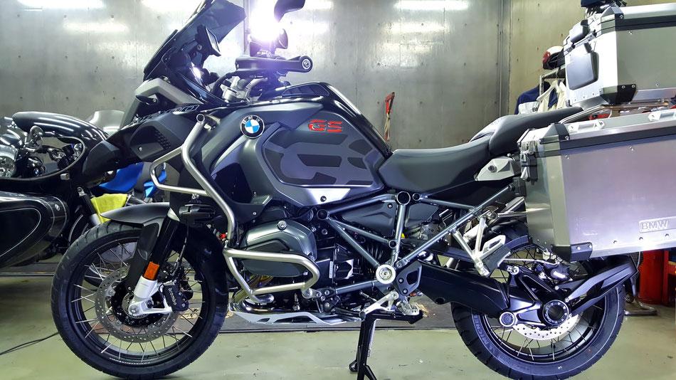 1200GSアドベンチャー・トリプルブラックの磨き・コーティング BMWバイクのガラスコーティング