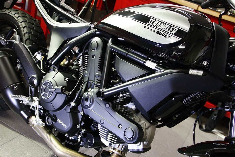 ドゥカティ・スクランブラーのエンジンコーティング 埼玉のバイク磨き専門店