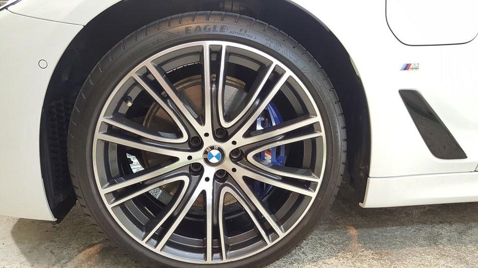 BMW530e ホイール洗浄 埼玉