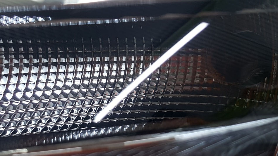 Q3 ヘッドライトのクラック除去 埼玉の車磨き専門店